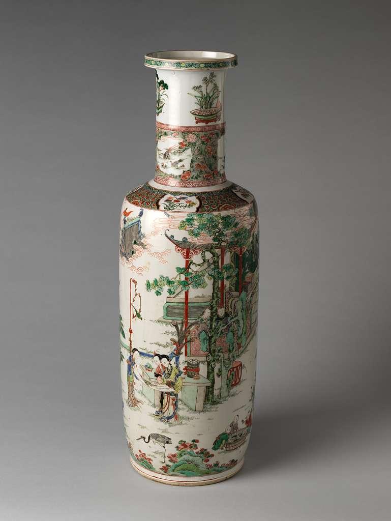 清康熙   景德鎮窯五彩仕女嬰戯圖棒槌瓶|Vase with women and boys in a garden