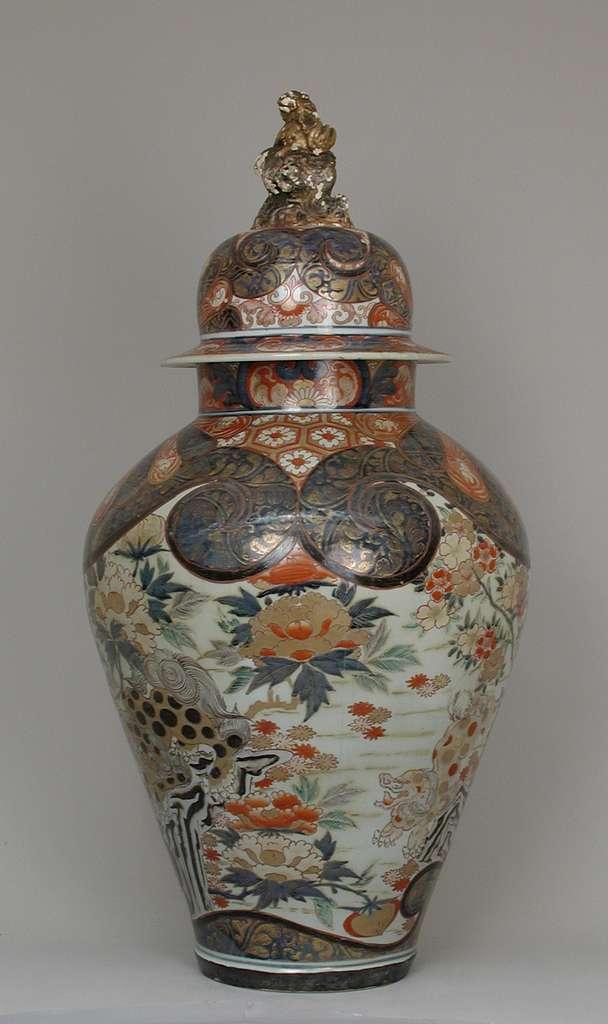 Baluster-shaped vase (part of an assembled garniture)