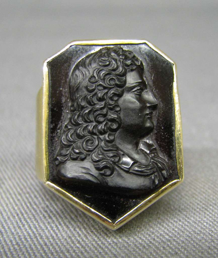 Bust of a man in a wig, possibly a writer