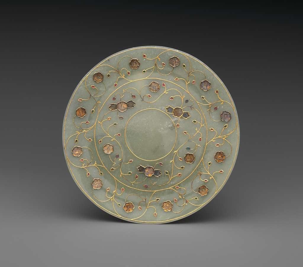 莫臥兒王朝或清 白玉嵌寶纏枝花紋盤|Jewelled plate