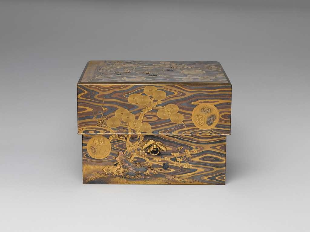 木目地松竹梅葵紋蒔絵元結箱|Box for Hair Ornaments (motoyui-bako) with Pine, Bamboo, Plum, and Tokugawa Family Crest on Wood-Grain Ground