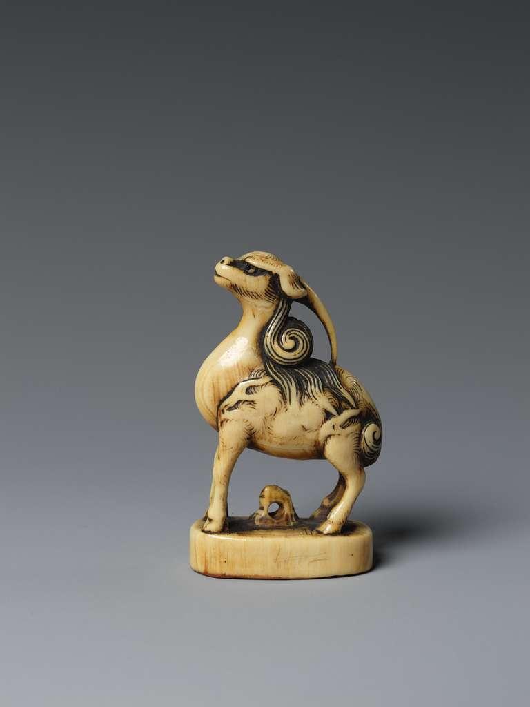麒麟判子牙彫根付|Kirin (Mythical Chimera) Standing on a Seal
