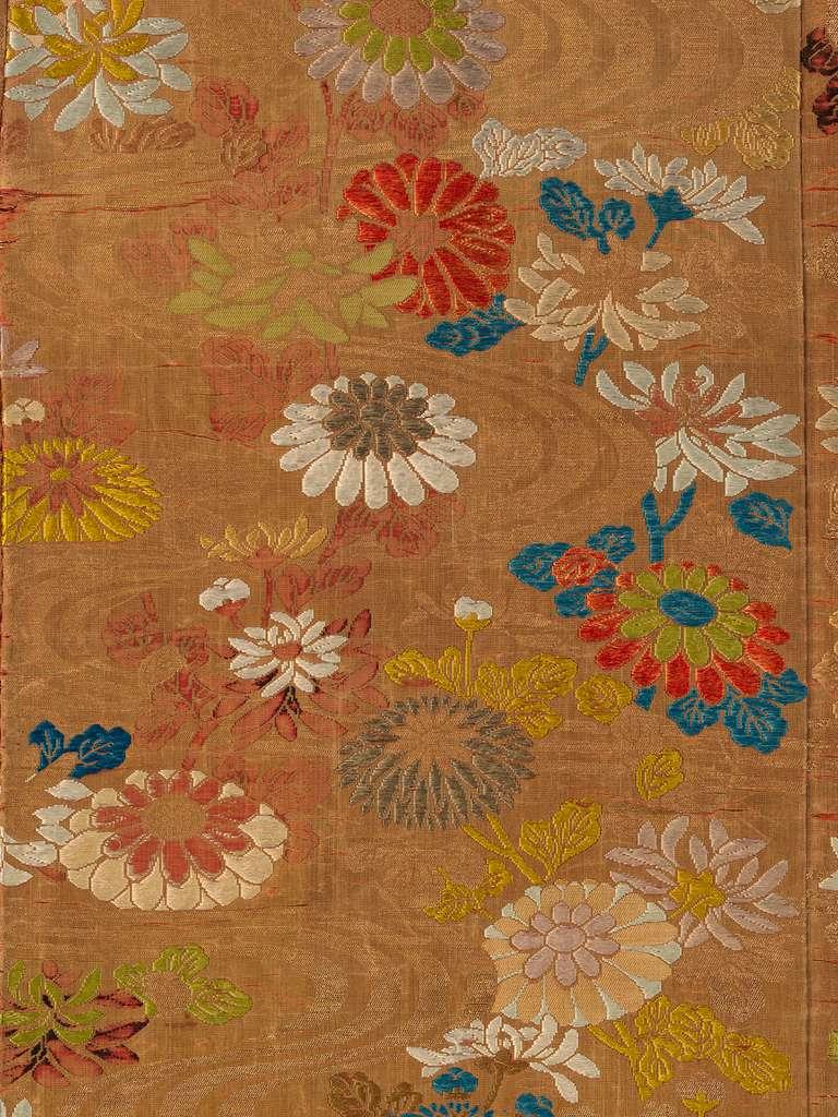紅地流水菊模様唐織|Noh Robe