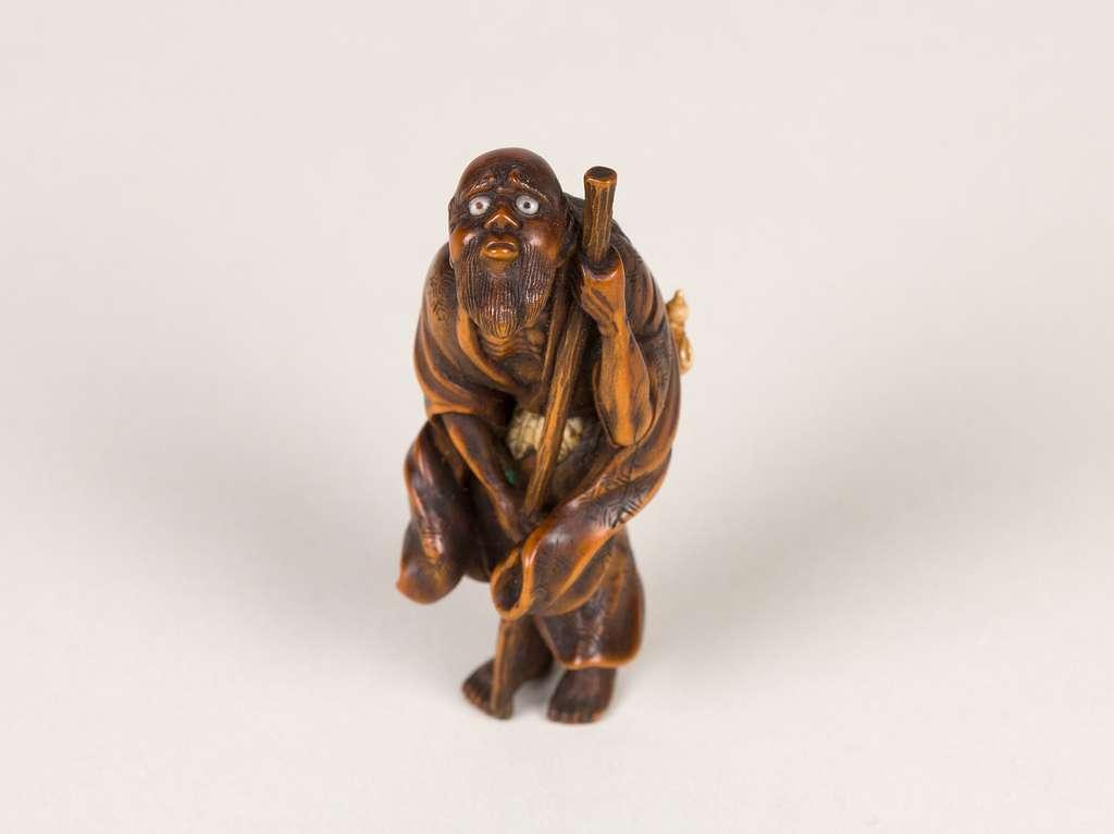 鉄拐仙人木彫根付|Daoist Immortal Tekkai
