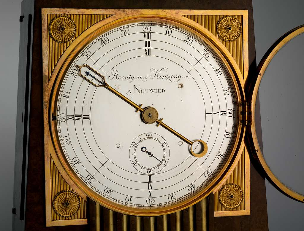 Obelisk clock with a Franklin movement