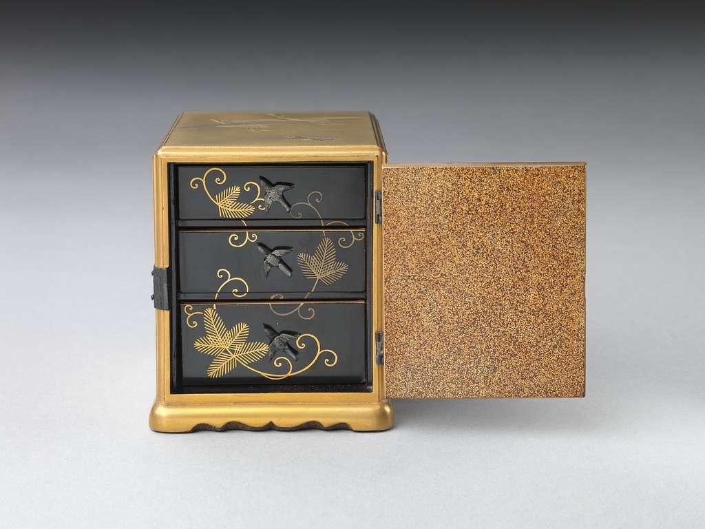 鳥蒔絵香箪笥 Incense Cabinet with Various Birds